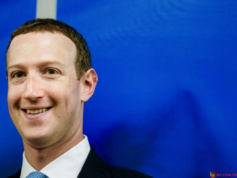 Nhà sáng lập kiêm Giám đốc điều hành của dịch vụ mạng xã hội và mạng xã hội trực tuyến Facebook Mark Zuckerberg đã phản ứng khi đến dự cuộc họp với Phó chủ tịch Ủy ban châu Âu phụ trách Giá trị và Minh bạch, tại Brussels, vào ngày 17 tháng 2 năm 2020.
