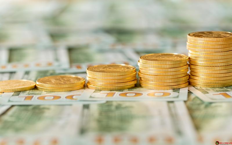 Đô la tăng trong khi giá vàng giảm.