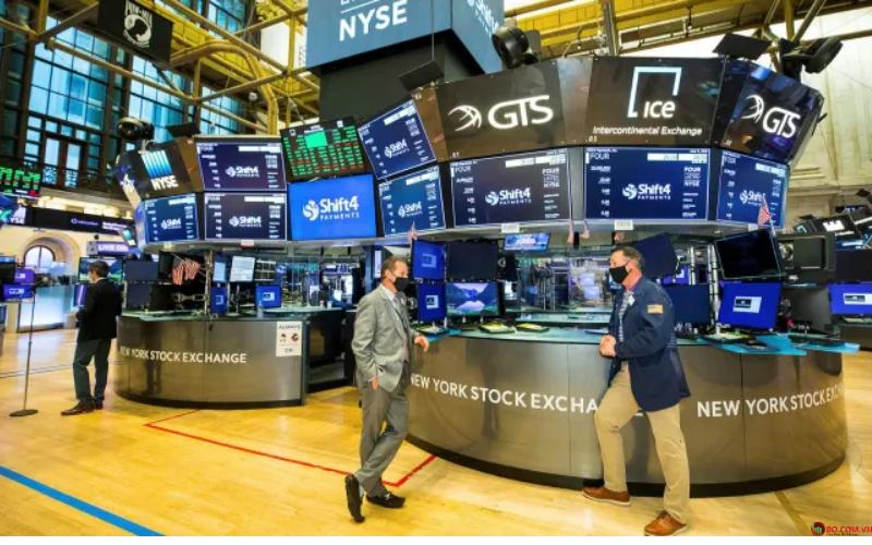 Chứng khoán Hoa Kỳ đã kết thúc tích cực trong giao dịch không ổn định vào thứ 5, dẫn đầu bởi sự trở lại kiên định của công nghệ