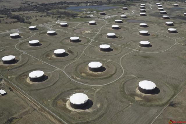 Các nhà đầu tư nhị phân có thể đặt lệnh Put với các mã dầu đang giảm