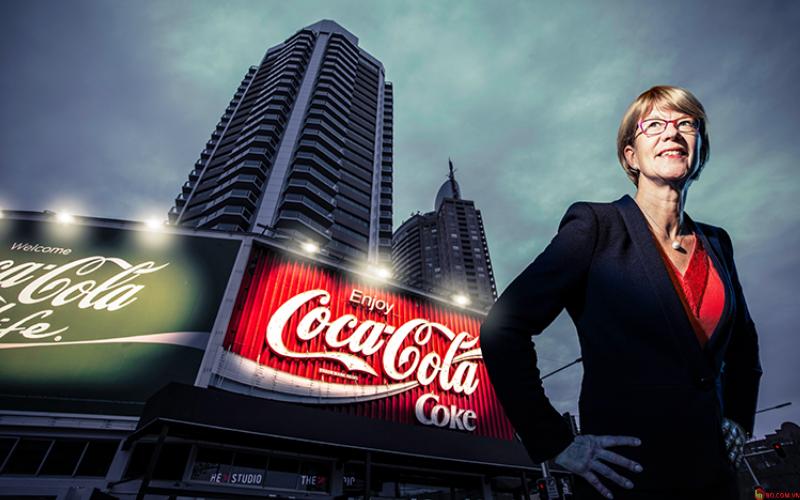 Giám đốc điều hành Alison Watkins của nhà máy Cocacola Úc