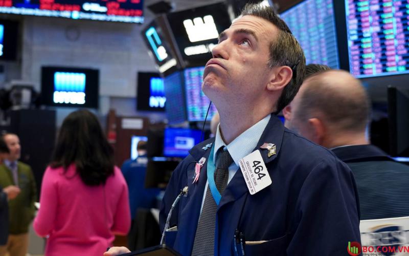 Thị trường chứng khoán cũng bị ảnh hưởng không kém.