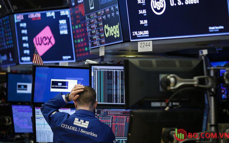 Bán tháo cổ phiếu trên phố Wall khi trái phiếu tăng mạnh