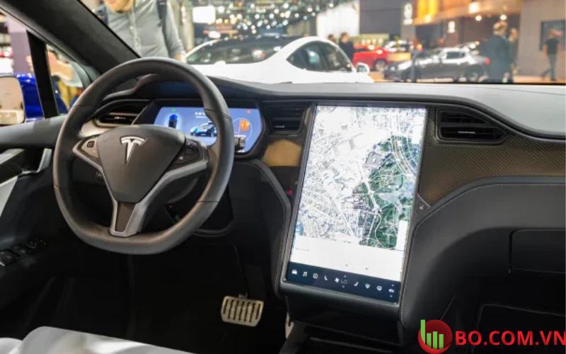 Cổ phiếu Tesla vẫn mất hơn 15% giá trị trong năm
