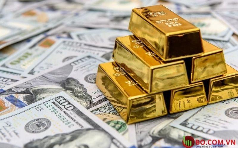 Vàng giảm khi đô la mạnh lên